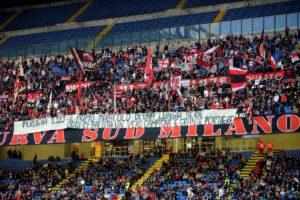 Lo striscione di ringraziamento ad Abbiati. (Foto Lapresse)